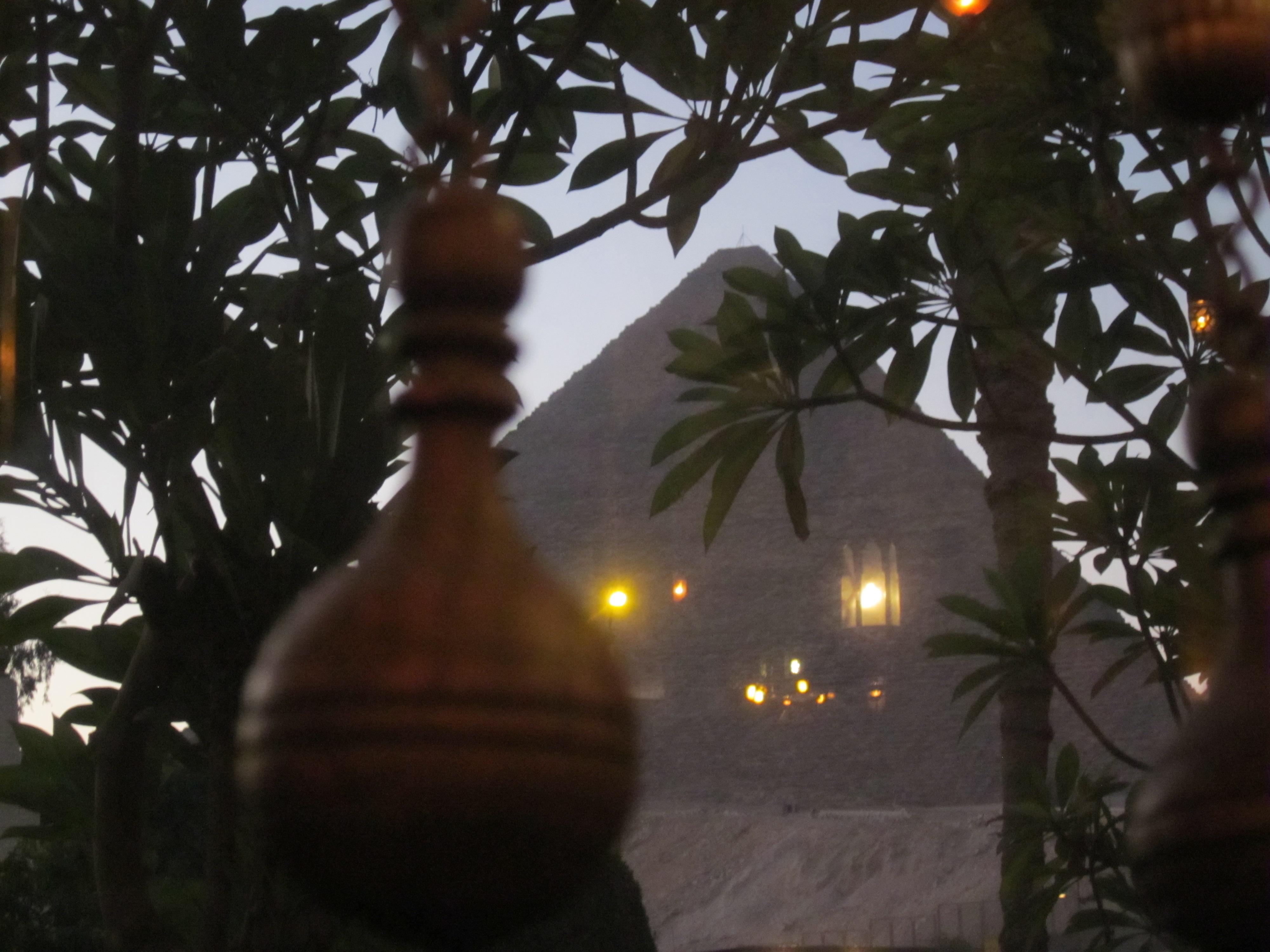 pyramidsfromMena